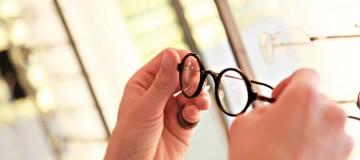 Präsentation eines klassischen Brillenmodells von Lindberg